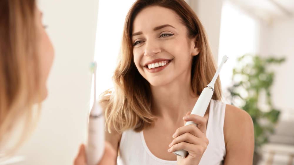 Chytrý elektrický zubní kartáček: Co umí a jak ho vybrat?