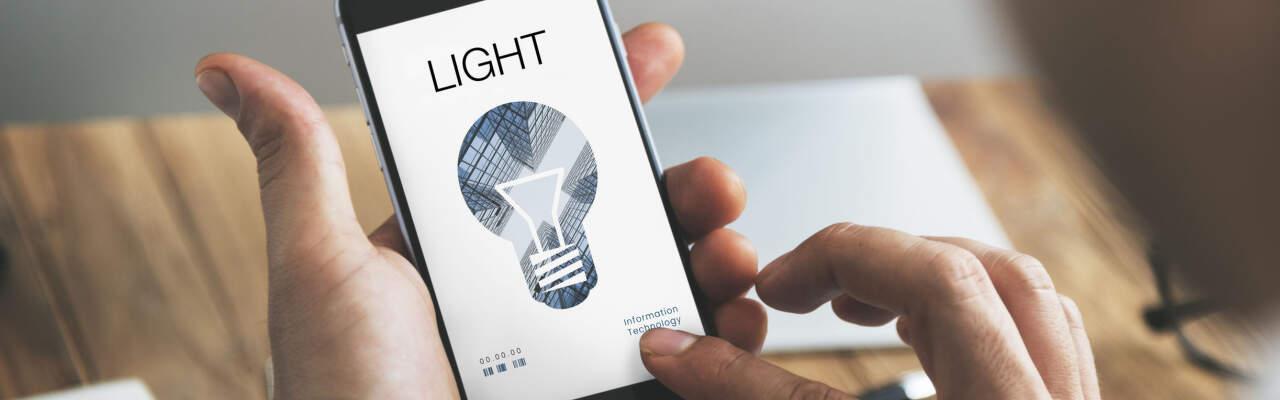 Budiž světlo: Smart žárovky zhasnete přes mobil i hlasem. A umí změnit barvu!