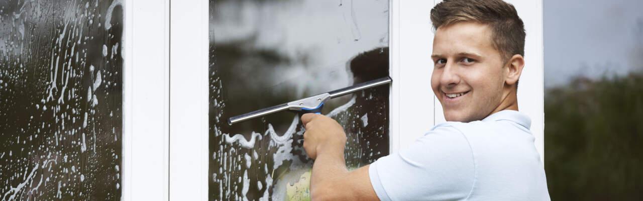 Usnadněte si mytí oken: S šikovným vysavačem na okna máte do hodinky hotovo