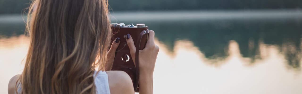 Fotoaparát vs. mobil: Kdy vám k focení stačí telefon a kdy to chce digitální foťák?