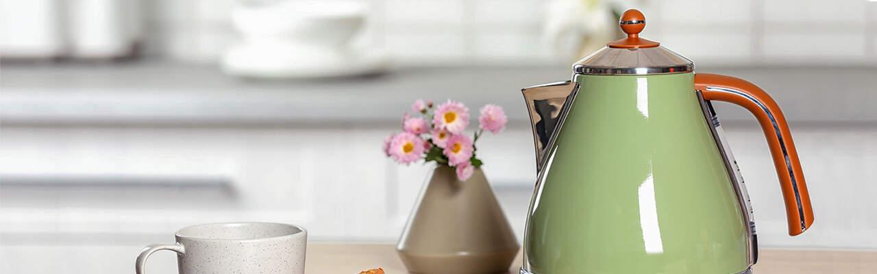 Jak vybrat rychlovarnou konvici: Nastaví správnou teplotu na kávu i čaj a retro konvice oživí kuchyň