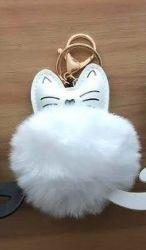 PomPom klíčenka kočka bílá