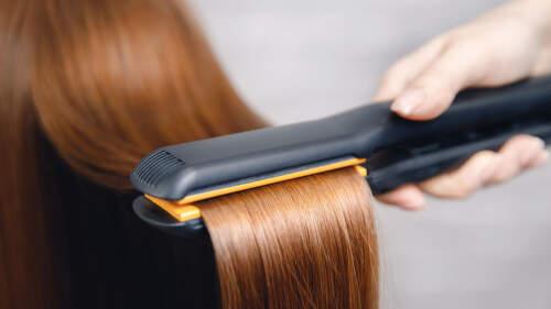 Vyžehlí vlasy nebo vykouzlí vlny: Jak vybrat žehličku na vlasy