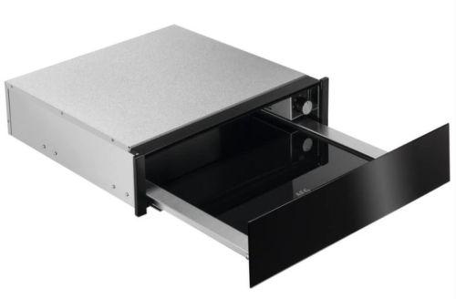 AEG KDE911424B, čierna ohrevná zásuvka