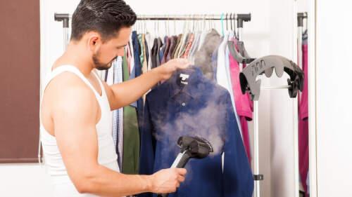 Napařovače oděvů: Vyžehlí jemné šaty i drahou košili do obleku