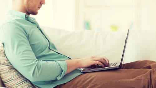 Jak vyzrát na přehřívání notebooku: Pomůže chladicí podložka i méně prachu v místnosti